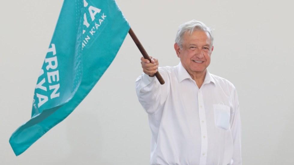 Contacto con ciudadanos y protesta marcan primer día de gira de AMLO por el sureste de México - López Obrador AMLO banderazo Tren Maya