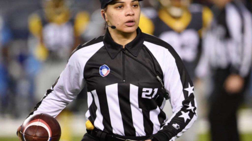 La NFL contrata a la primera mujer afroamericana como árbitro - Foto de Miami Diario