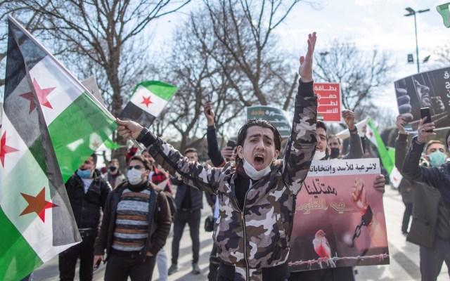 Siria cumple una década de conflicto con 400 mil muertos y un frente abierto - Manifestación en Estambul por décimo aniversario de la guerra en Siria. Foto de EFE