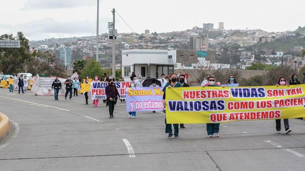 Médicos privados mexicanos exigen recibir vacuna contra el COVID-19 en Tijuana - Médicos de Tijuana protestaron para ser vacunados contra el COVID-19. Foto de EFE