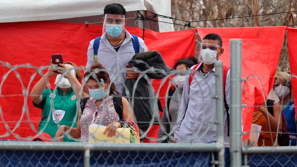 """Médicos Sin Fronteras alerta que miles de migrantes siguen """"abandonados"""" en México - Foto de EFE"""