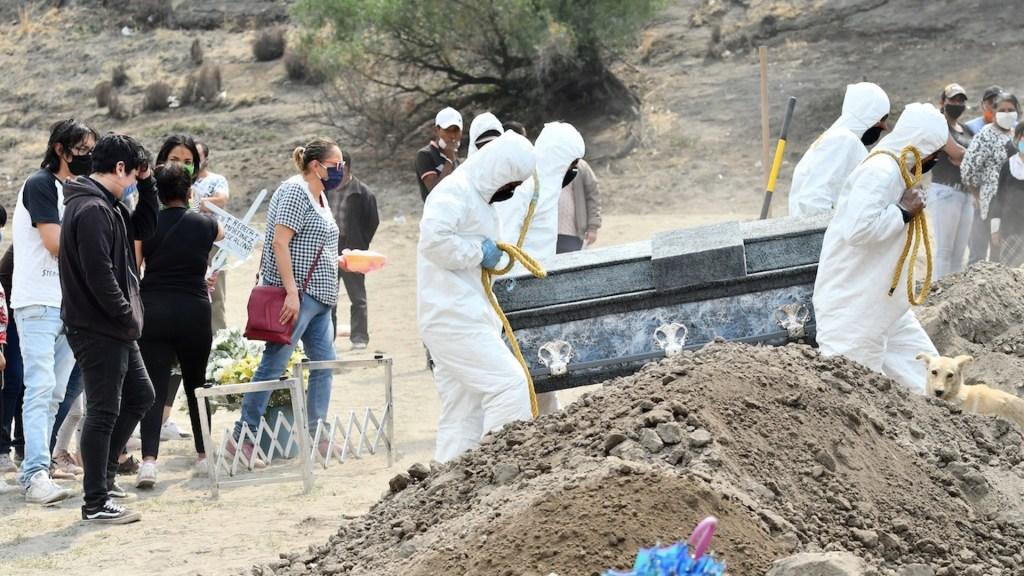 Reconoce Salud 248 mil muertes adicionales por COVID-19 - Muertes por COVID-19 en México. Foto de EFE / Archivo