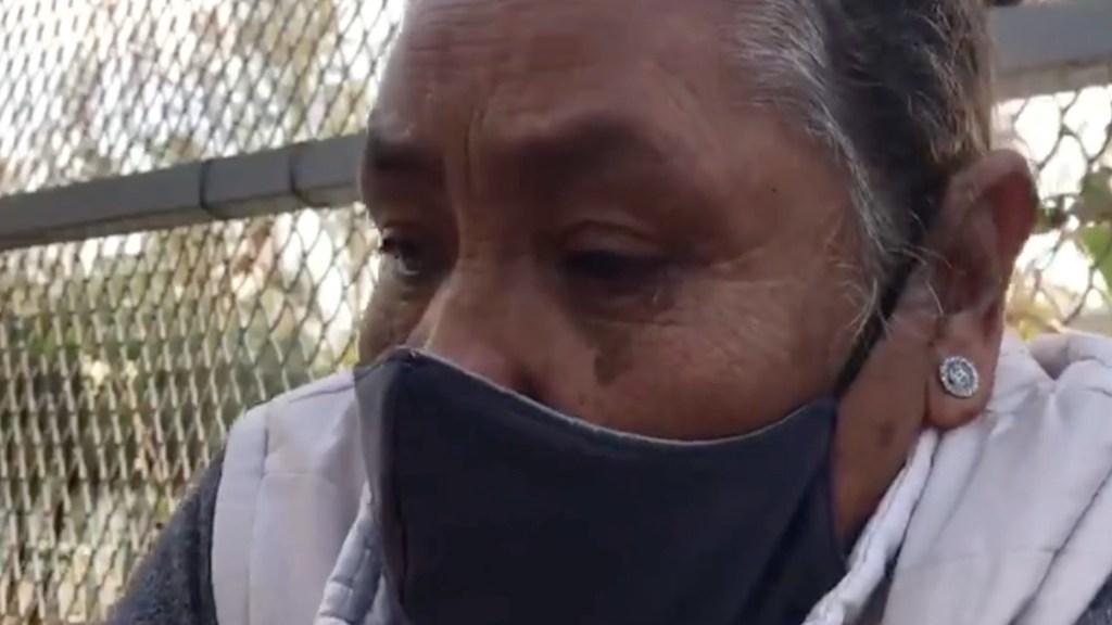 #Video Mujer de la tercera edad llora tras negársele la vacunación contra COVID-19 en Puebla - Mujer llora porque no fue vacunada en Puebla. Foto tomada de video