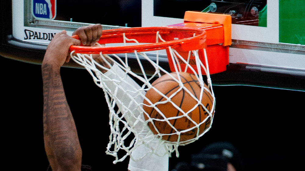 Acusan a 18 exjugadores de NBA por defraudar 4 mdd a su seguro médico - NBA balón