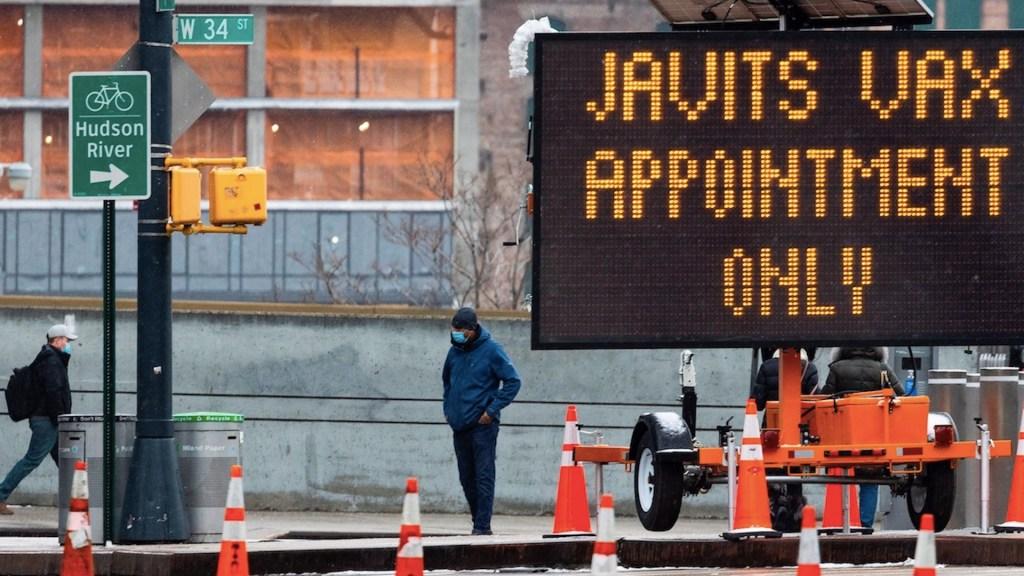 Nueva York cumple un año de confinamiento; continúa reapertura progresiva - Foto de EFE