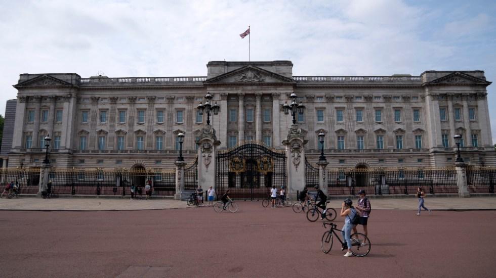 """La casa real británica """"triste"""" por Harry y Meghan, y """"preocupada"""" por el racismo - Foto de EFE"""