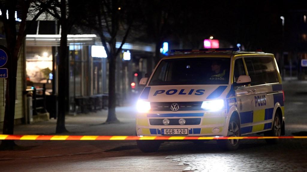 Presunto ataque terrorista deja ocho heridos en Suecia - Policía de Vetlanda, Suecia, en zona de presunto ataque terrorista. Foto de EFE