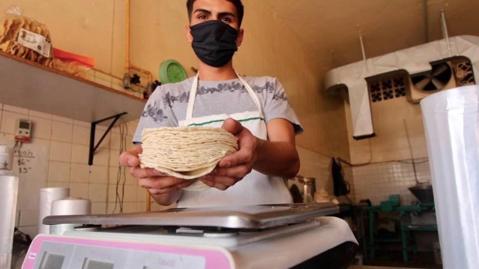 Kilo de tortilla alcanza máximo histórico; se vende hasta en 27 pesos - Venta de tortilla. Foto de OEM