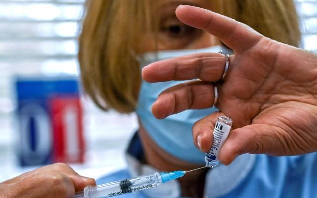 De la Fórmula 1 a descuentos en cafés: incentivos para vacunarse en el golfo Pérsicoolfo - Preparación de vacuna contra COVID-19. Foto de EFE