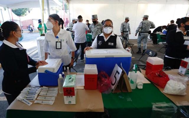 """""""Total cinismo"""" en respuesta de AMLO por uso electoral de vacunas: Marko Cortés - Puesto de vacunación contra COVID-19 en la Ciudad de México. Foto de @GobCDMX"""