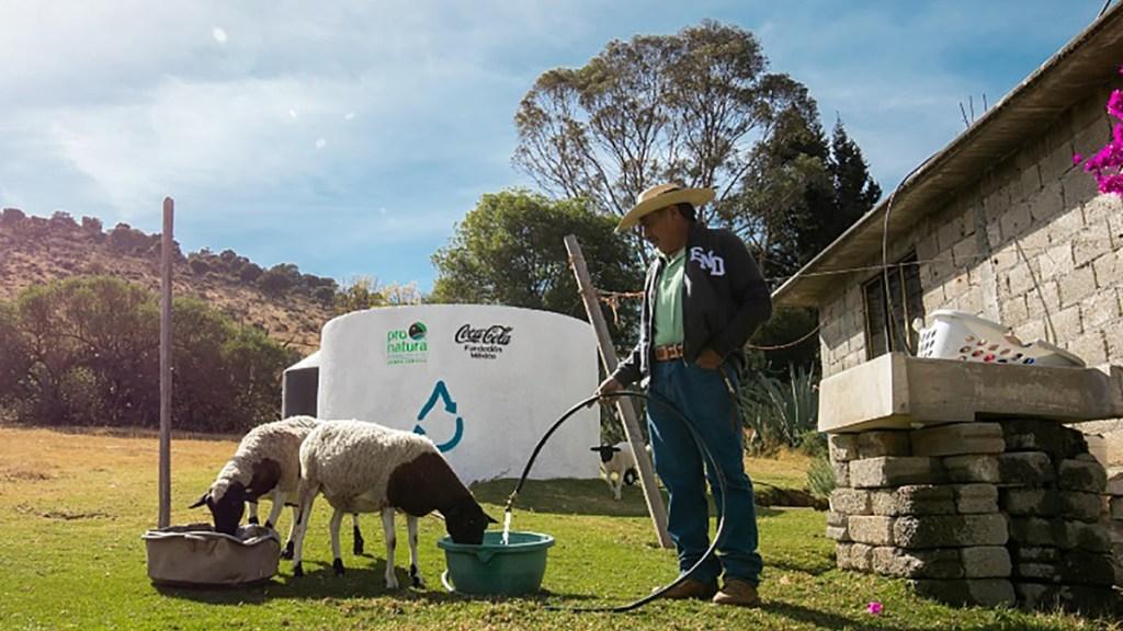 Proyectos privados contribuyen a lucha contra la escasez de agua potable en México - Servicio de agua potable en la Sierra Tarahumara instalado por la WWF e Industria Mexicana Coca-Cola. Foto de EFE
