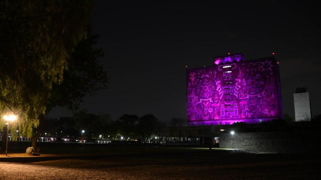 Biblioteca Central de CU se ilumina de morado por el Día Internacional de la Mujer - UNAM 8 de marzo mujeres luz