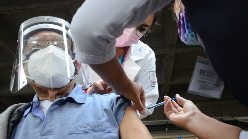 Inicia el miércoles vacunación en Venustiano Carranza y aplicación de segunda dosis en Iztacalco, Xochimilco y Tláhuac - Vacunación de adultos mayores en CDMX. Foto de @GobCDMX