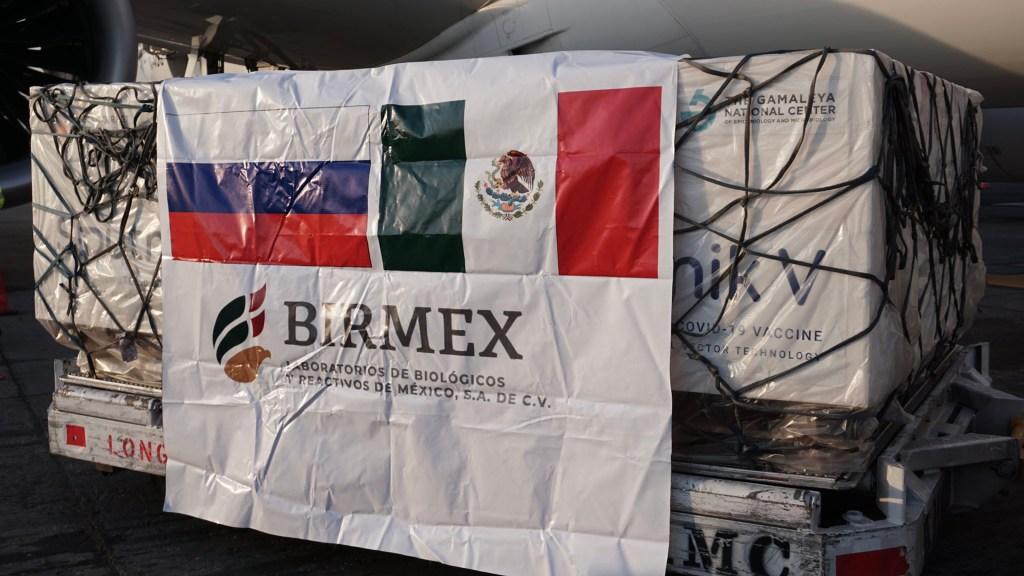 Llegan a México 500 mil vacunas Sputnik V contra COVID-19 - Vacunas Sputnik V recibidas en México. Foto de @Birmex