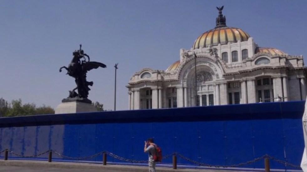 Colocan vallas en edificios y monumentos del Centro Histórico de la Ciudad de México por marcha del 8M - Foto de CNN