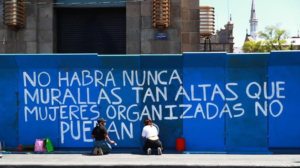 Refuerzan seguridad del Zócalo de Ciudad de México por Día de la Mujer - Vallas metálicas que rodean inmuebles y cierran calles en Centro Histórico de la CDMX. Foto de EFE