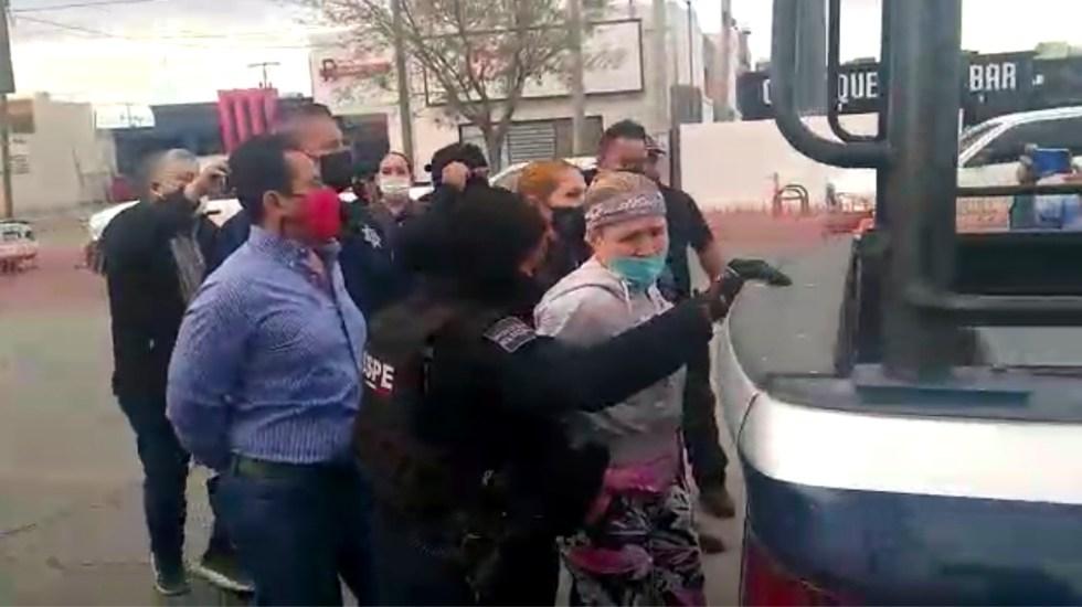 Detienen a Adriana Fuentes, candidata del PRI a la alcaldía de Ciudad Juárez, Chihuahua - El momento de la detención de Adriana Fuentes. Captura de Pantalla.