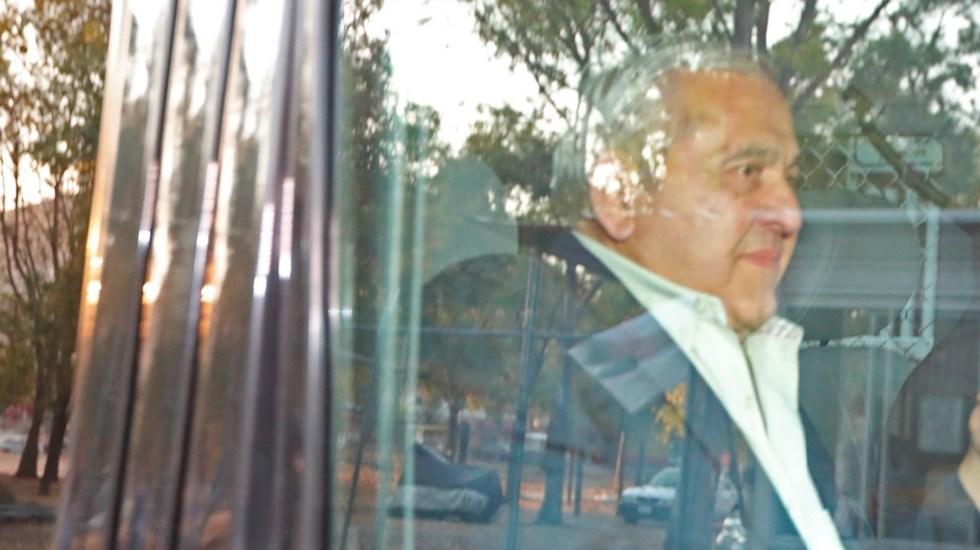 AMLO exige a Alonso Ancira que cumpla acuerdo reparatorio - Alonso Ancira sale del Reclusorio Norte tras acuerdo con Pemex. Foto de EFE