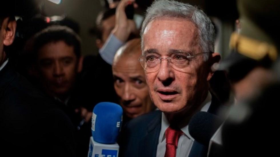 Twitter oculta tuit de expresidente de Colombia por incitar a la violencia - El expresidente de Colombia, Álvaro Uribe. Foto de EFE/Archivo
