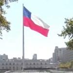 Aumentan los casos de COVID-19 en Chile - Bandera de Chile. Foto de EFE