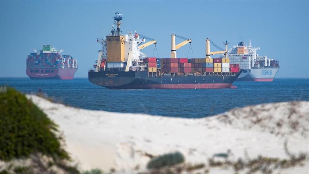 Más de 250 barcos esperan poder cruzar el Canal del Suez - Canal del Suez