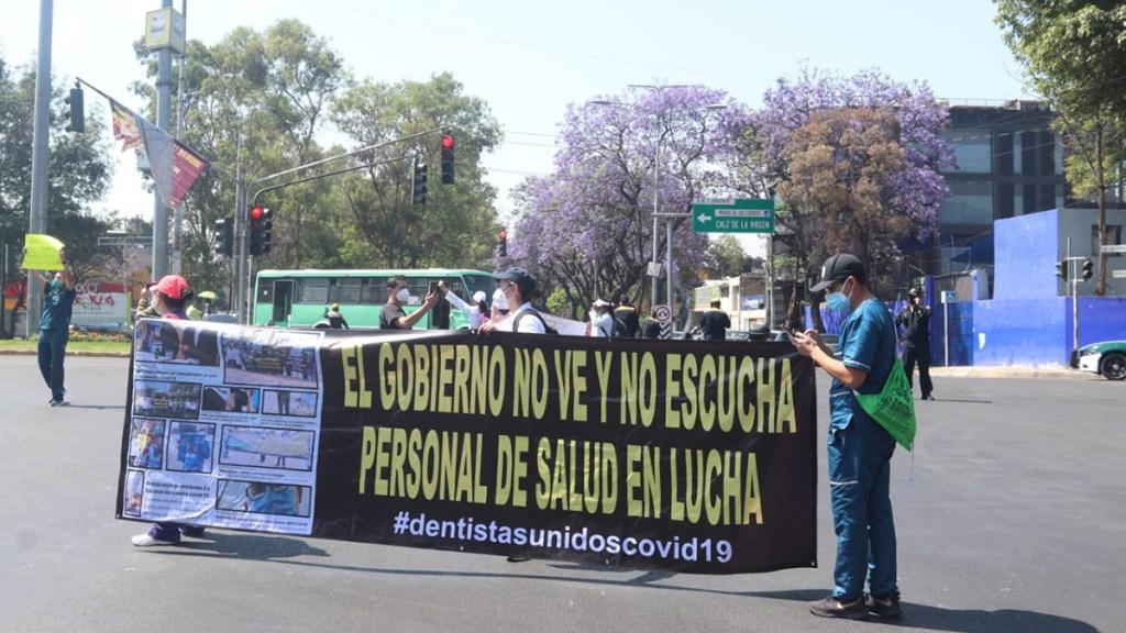 #Video Médicos privados bloquean calles de CDMX; exigen vacuna contra COVID-19 - Bloqueo de médicos privados en CDMX en exigencia de la vacuna contra COVID-19. Foto de @israellorenzana