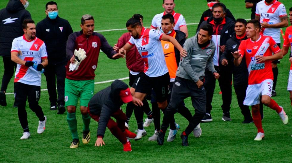 #Video Gresca y heridos durante partido de futbol en Bolivia - Bolivia bronca gresca Always Ready Nacional de Potos