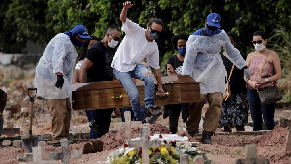 Brasil rompe récord de muertes diarias; registró más de 4 mil en las últimas 24 horas - Brasil muertos COVID-19 coronavirus pandemia epidemia coronavirus