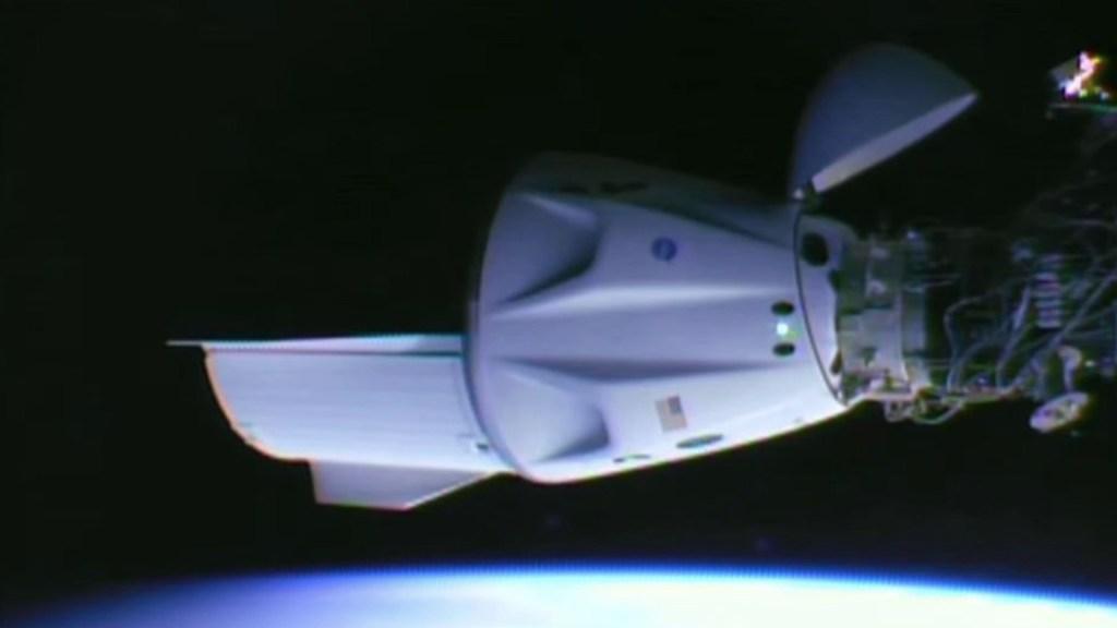 Cápsula Crew Dragon se acopla a la Estación Espacial Internacional - Cápsula de SpaceX se acopla a la Estación Espacial Internacional. Foto de SpaceX