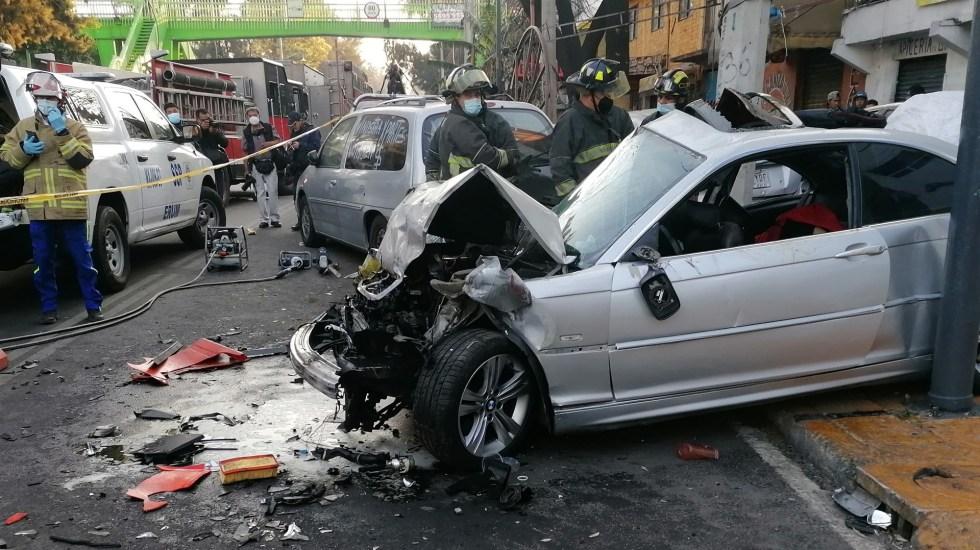 Choque de BMW a exceso de velocidad en Periférico Oriente deja dos muertos - Choque sobre Periférico Oriente. Foto de @MichelSantiagoD