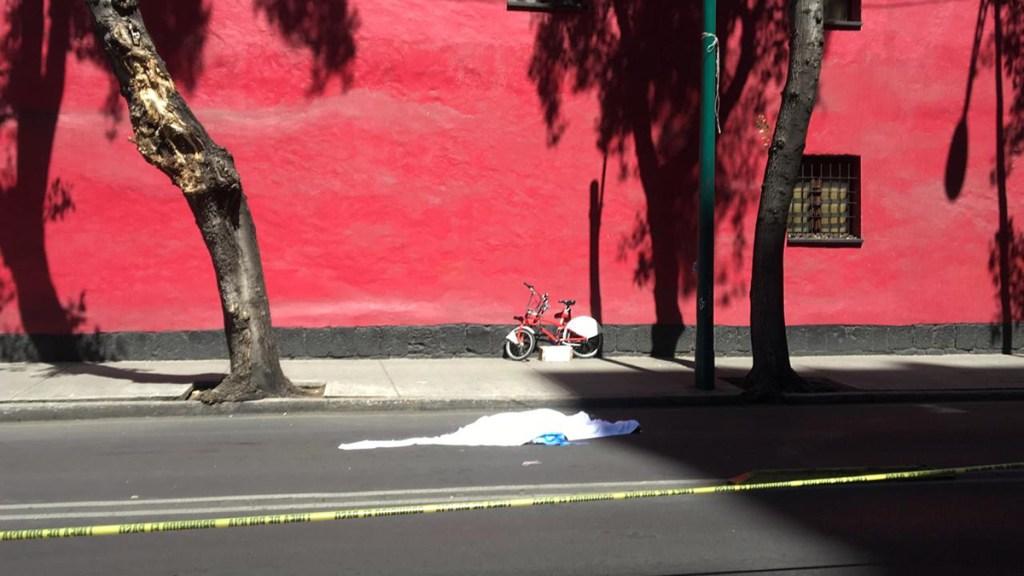 Detienen a conductor de transporte público que atropelló y mató a ciclista en CDMX - Ciclista muerto tras ser atropellado por camión en la CDMX. Foto de @tavojeda5