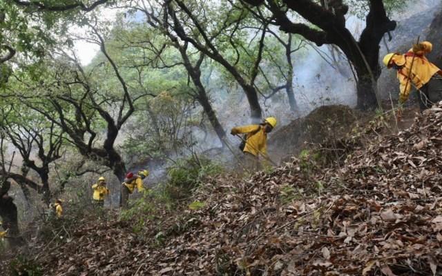 Se ha controlado el 70 por ciento de incendio en Tepoztlán - Continúan las labores de mitigación del incendio en Tepoztlán. Foto de @CEECA_Morelos