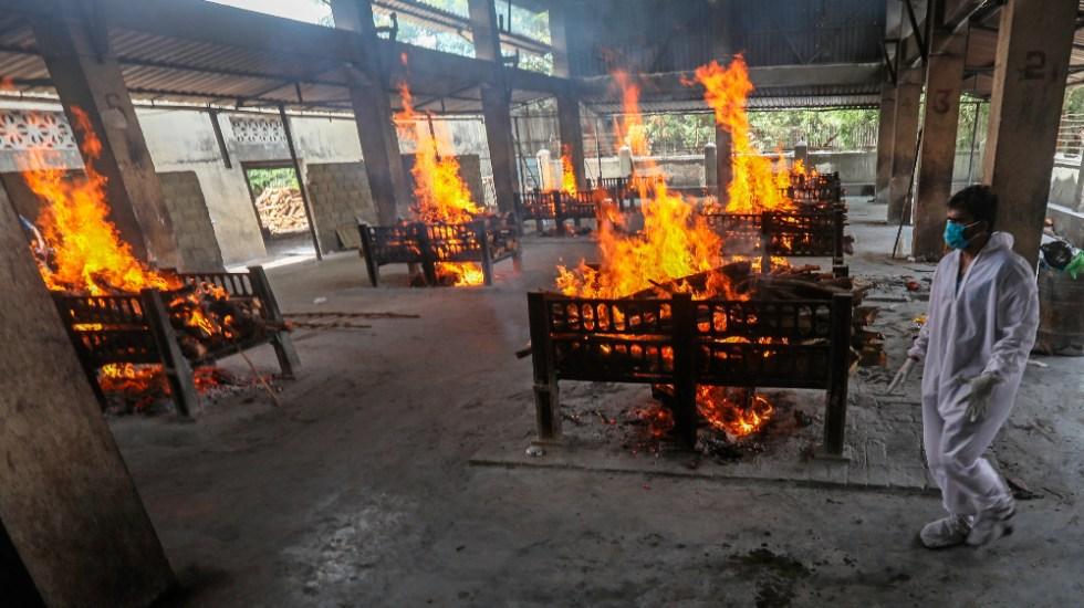Dron capta crematorios al aire libre en India debido al COVID-19 - coronavirus India covid19
