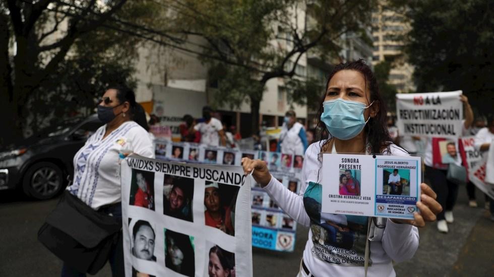 Familiares de desaparecidos en México acusan que Comisión gubernamental los revictimiza - Un grupo de mujeres protestan hoy, para exigir justicia por la desaparición de sus familiares, en Ciudad de México (México). Foto de EFE/Sáshenka Gutiérrez