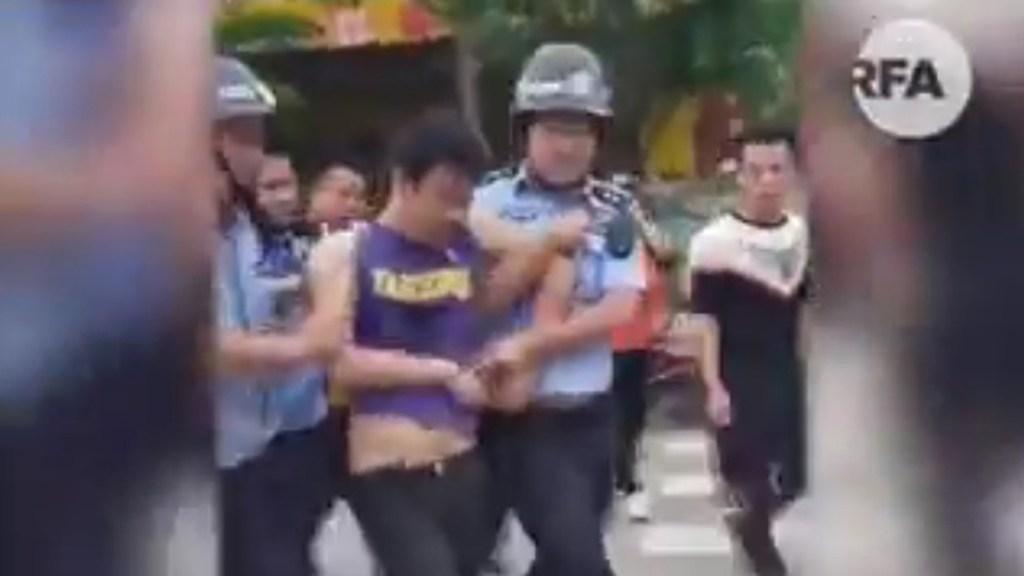 Ataque con cuchillo en guardería de China deja 16 niños y 2 profesores heridos - Detención de sujeto que atacó con cuchillo a niños de guardería en China. Captura de pantalla