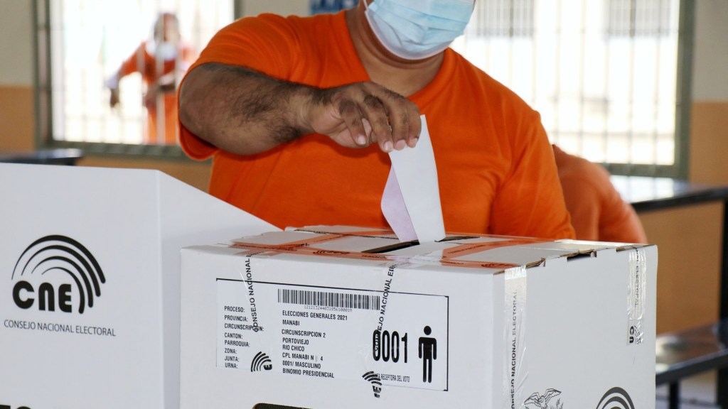 Ecuador va a las urnas con ideologías polarizadas y votantes desencantados - Elecciones en Ecuador. Foto de @CNEManabi