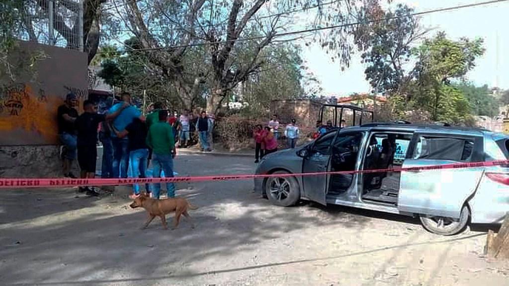 Suman 80 mil 231 homicidios dolosos en lo que va del sexenio - Escena del crimen en Silao, Guanajuato, tras enfrentamiento entre policías y civiles armados. Foto de EFE