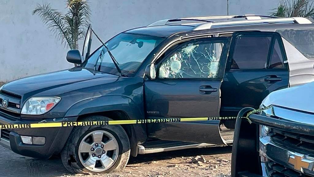 Suman 80 mil 292 homicidios dolosos en lo que va del sexenio - Escena del crimen por tiroteo en Irapuato, Guanajuato. Foto de EFE
