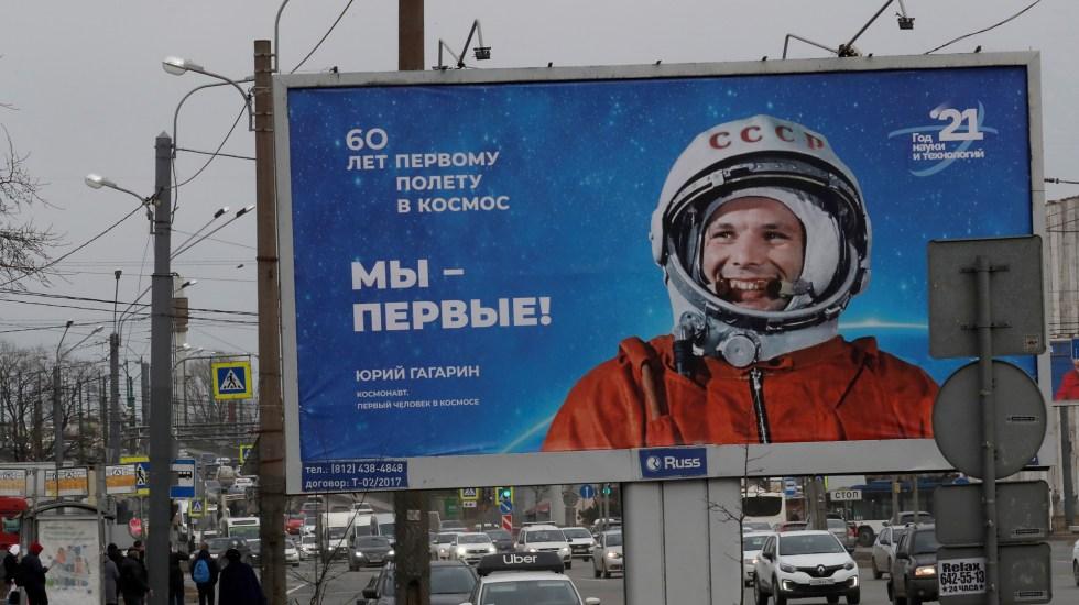 """Yuri Gagarin: el campesino que """"abrió la ventana"""" al cosmos - Espectacular en Rusia con la imagen de Yuri Gagarin, primer hombre en viajar al espacio. Foto de EFE"""