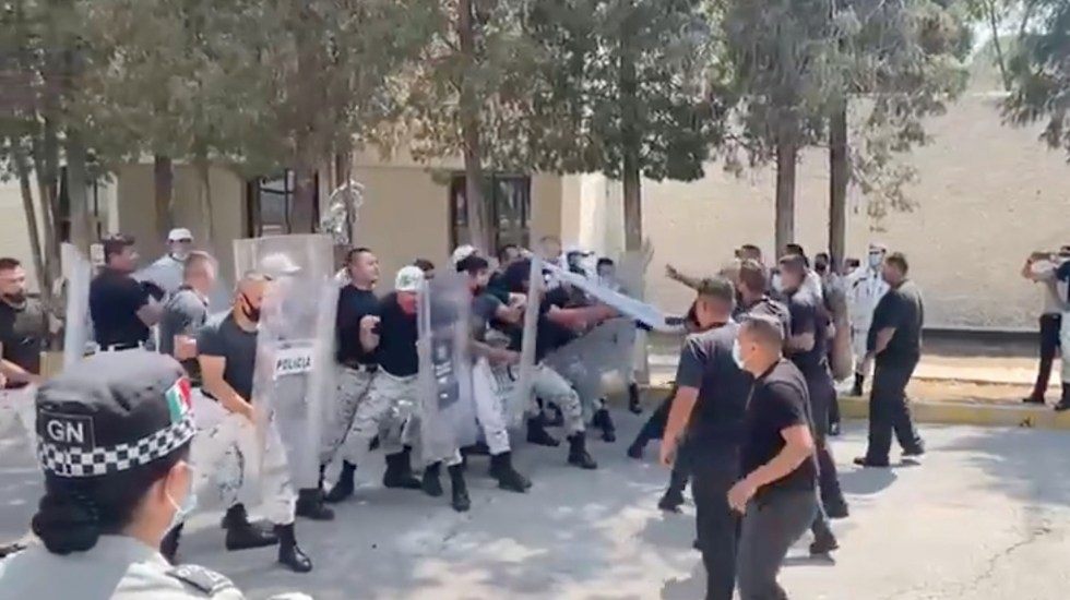 #Video Elementos de la Guardia Nacional pelean durante entrenamiento - Elementos de la Guardia Nacional se enfrentan durante entrenamiento. Foto tomada de video