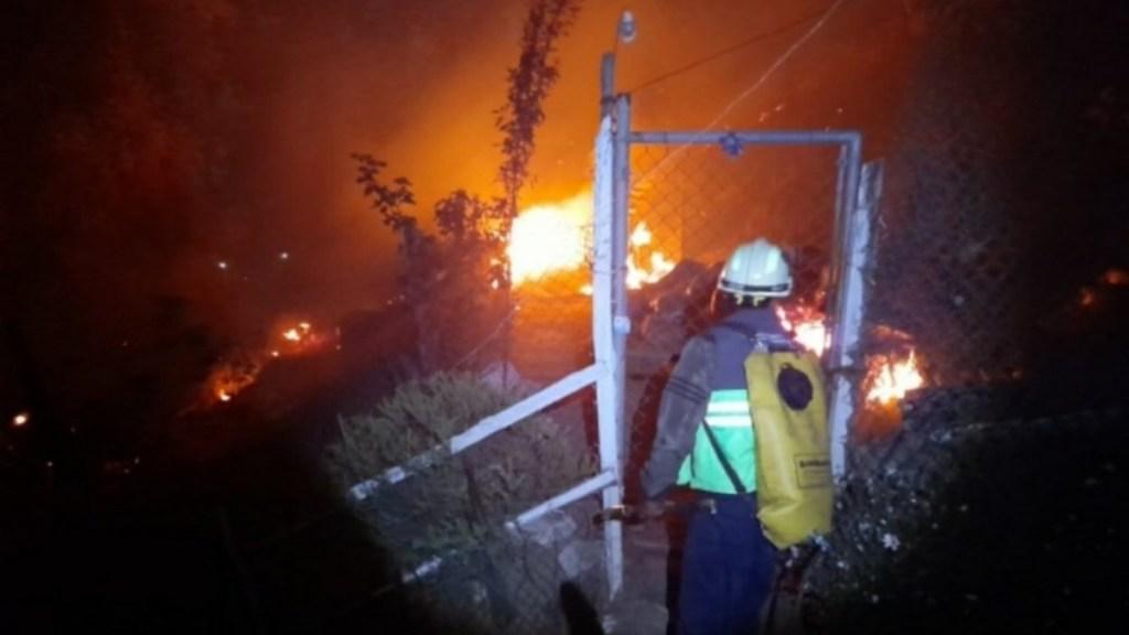 Incendio en el Ajusco daña viviendas; piden refugio para 100 personas - Incendio forestal Ajusco Ciudad de México