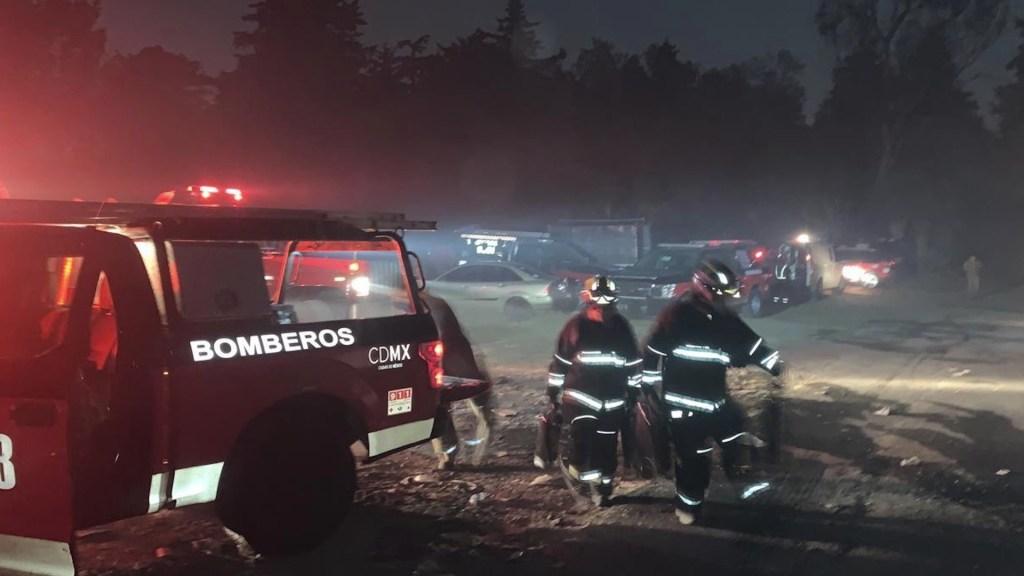 Incendio en el Panteón de Dolores afectó 2.5 hectáreas - Incendio en el panteón civil de Dolores. Foto de Bomberos CDMX