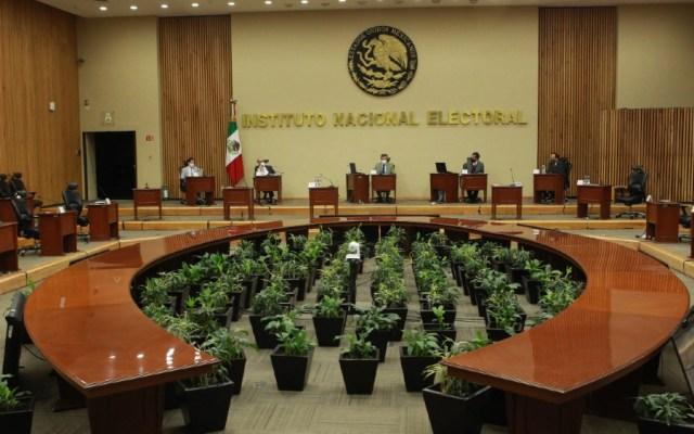 INE ordena a grupos parlamentarios de Morena y La Jornada abstenerse de difundir consulta popular - INE sesion