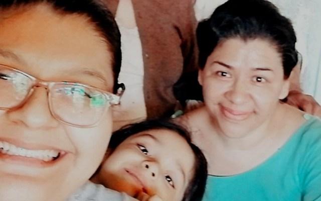 Canelo Álvarez se une a campaña para salvar vida a enfermera con tumor cerebral - Linda Acuña con sus hijas, familia que apoyará Canelo Álvarez. Foto de Va Por Linda