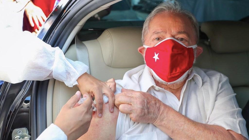 #Video Lula da Silva recibe segunda dosis de vacuna contra el COVID-19 - Lula da Silva recibió la segunda dosis de la vacuna contra el COVID-19. Foto de Twitter @LulaOficial