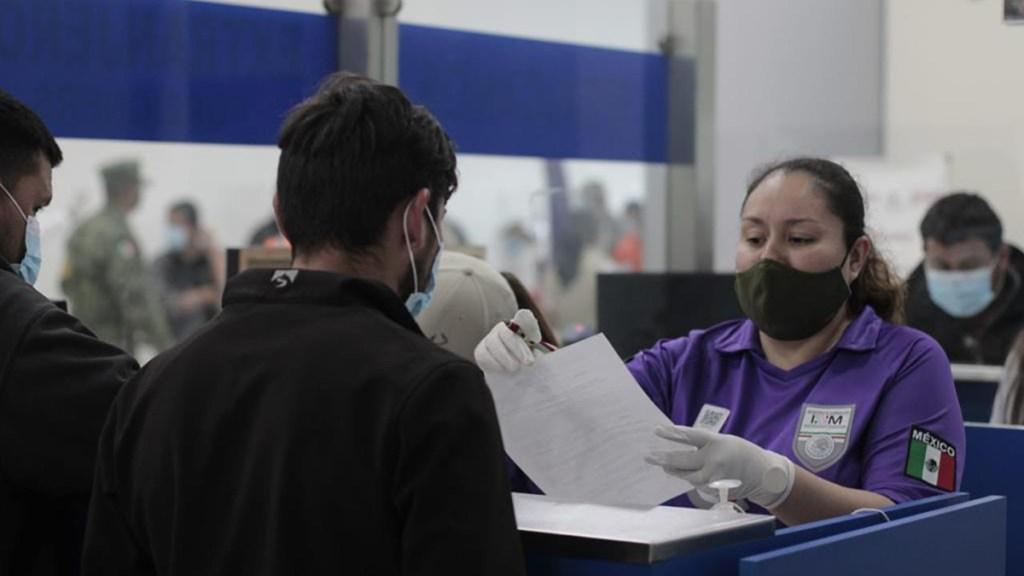 Solicitudes de refugio en México aumentan 31 por ciento en primer trimestre de 2021 - Migrantes atendidos por personal del Instituto Nacional de Migración. Foto de Inami
