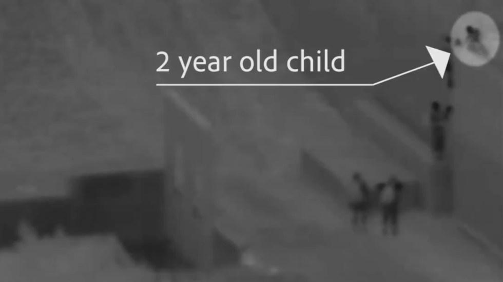 #Video Arrojan a niño de 2 años desde lo alto del muro fronterizo con EE.UU. - Momento en que niño de 2 años es arrojado desde lo alto del muro fronterizo. Foto de @USBPChiefSDC