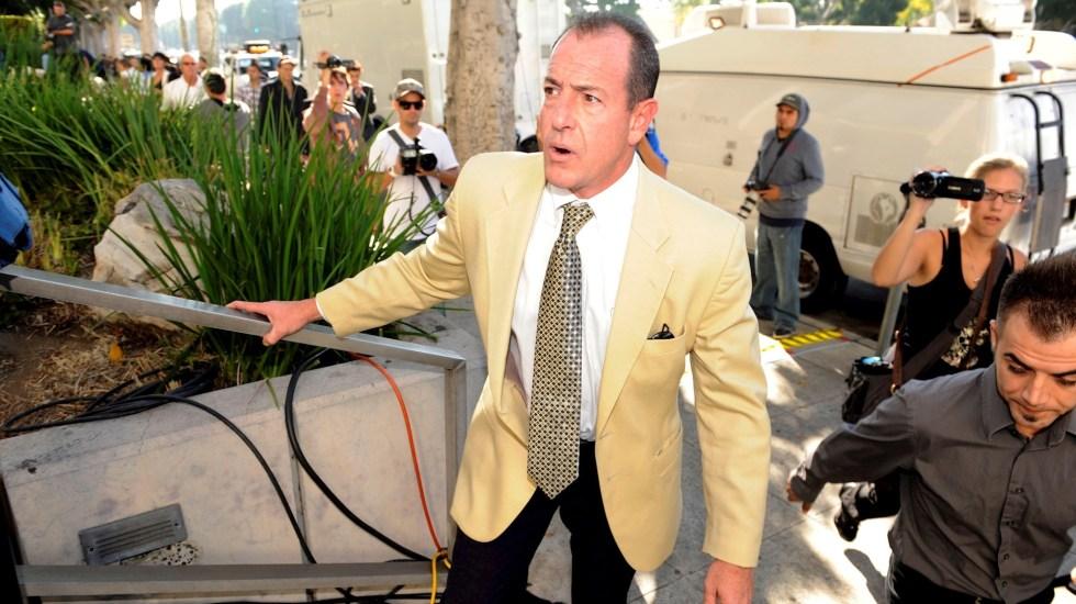 """Detienen al padre de Lindsay Lohan por """"intermediación de pacientes"""" ilegal - Padre Lindsay Lohan actriz"""