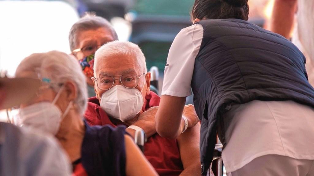 México registró en las últimas 24 horas 480 muertes y 4 mil 504 casos de COVID-19 - Estado de la pandemia en México. Foto de EFE