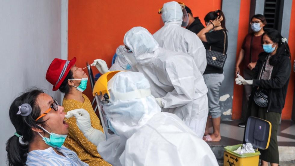 OMS moviliza ayuda a India, en situación 'desgarradora' por pandemia - Pruebas COVID-19 en India. Foto de EFE
